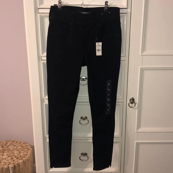 NWT-Black Women's Cropped Skinny Jeans